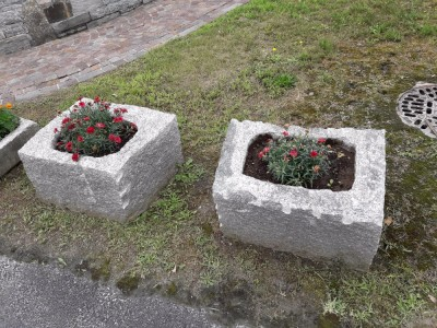 Arredamento per giardini parchi e aiuole in pietra for Pietre da arredo