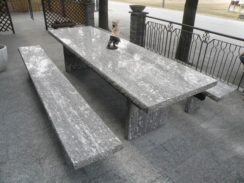 Tavoli In Granito Da Esterno.Arredamento Per Giardini Parchi E Aiuole In Pietra Naturale Economica
