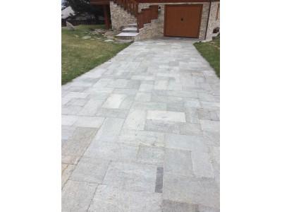 Pavimentazione pietra naturale beola o serizzo per interni ed esterni