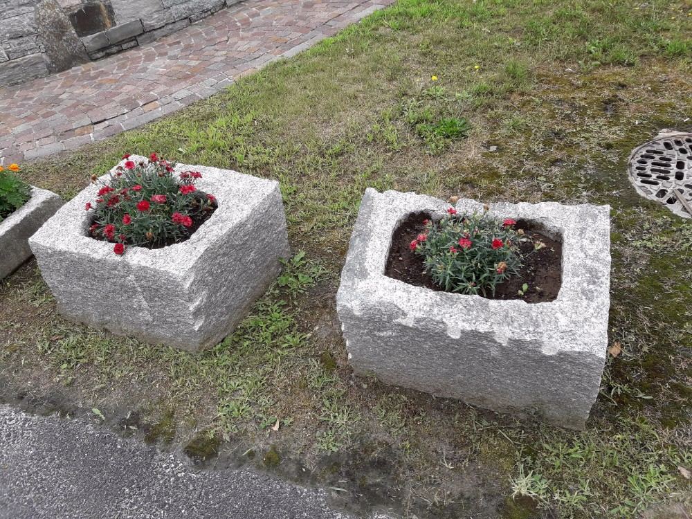 arredamento per giardini parchi e aiuole in pietra