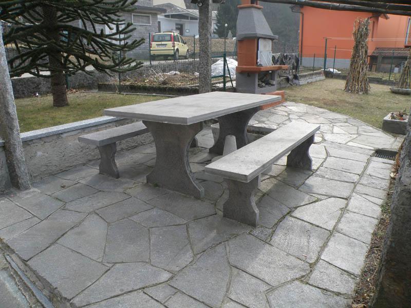 Arredamento per giardini parchi e aiuole in pietra for Soluzioni arredo giardino