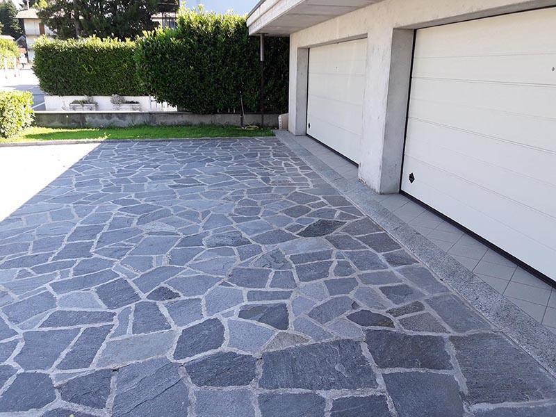 Mosaico in pietra naturale per pavimenti da esterno posa for 3 costo del garage per metro quadrato