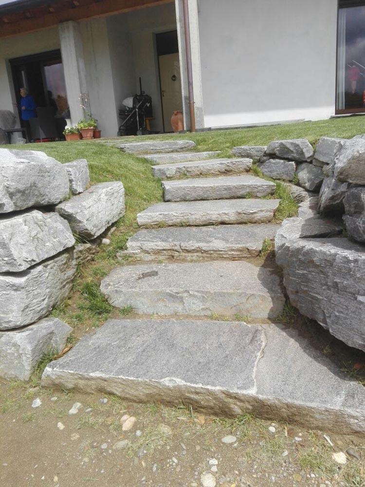 Blocchi di pietra per muri stradali di contenimento fiumi o scogliere - Scale per giardini ...