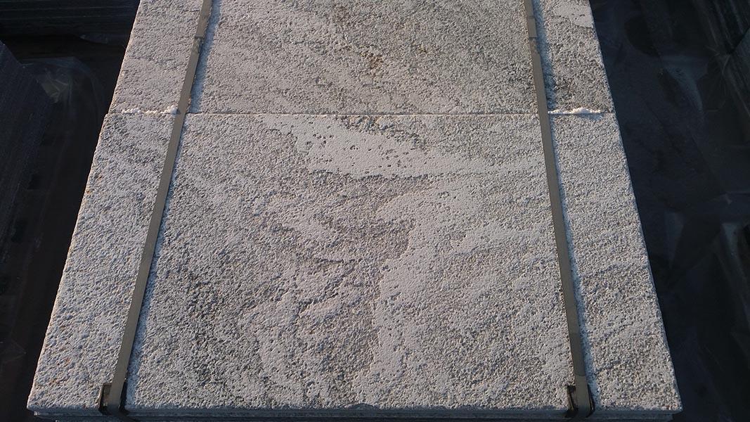 Pavimentazione pietra naturale beola o serizzo per interni ed
