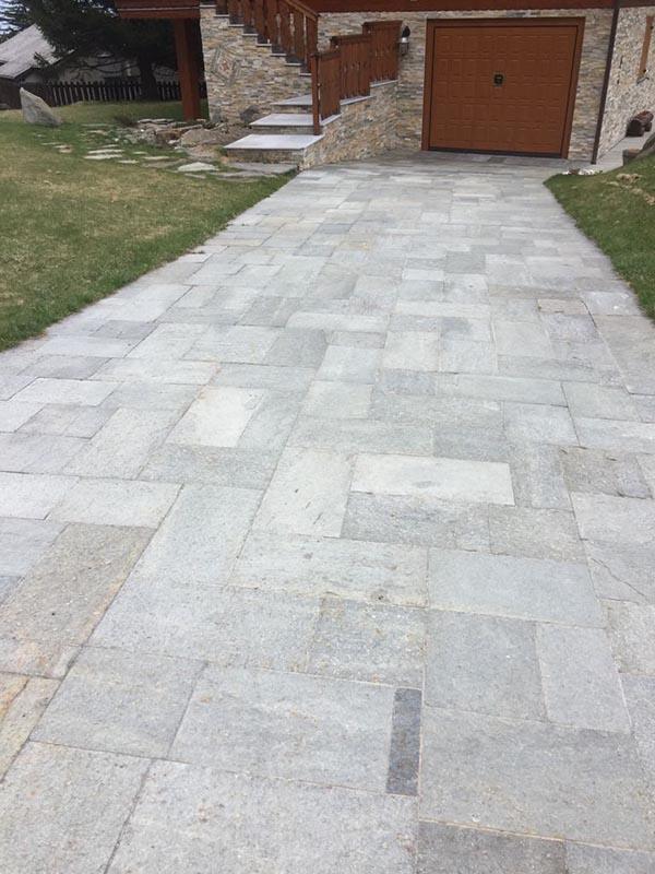Pavimentazione pietra naturale beola o serizzo per interni for Piani e foto di cottage in pietra
