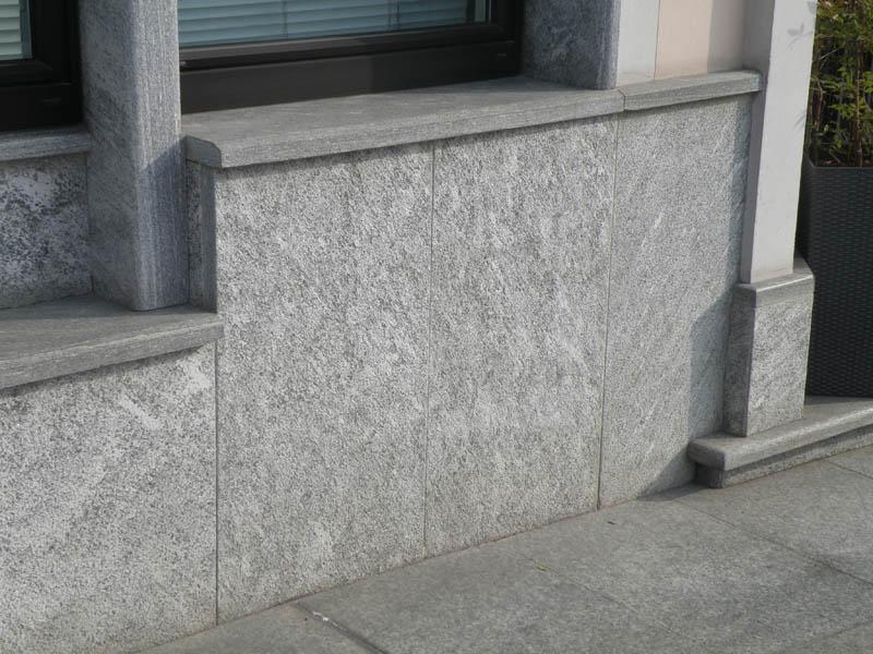 Rivestimenti con piastrelle in vera pietra naturale di varie misure