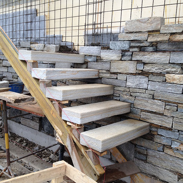 Scale e gradini in pietra beola o serizzo per esterno ed for Scale esterne in pietra