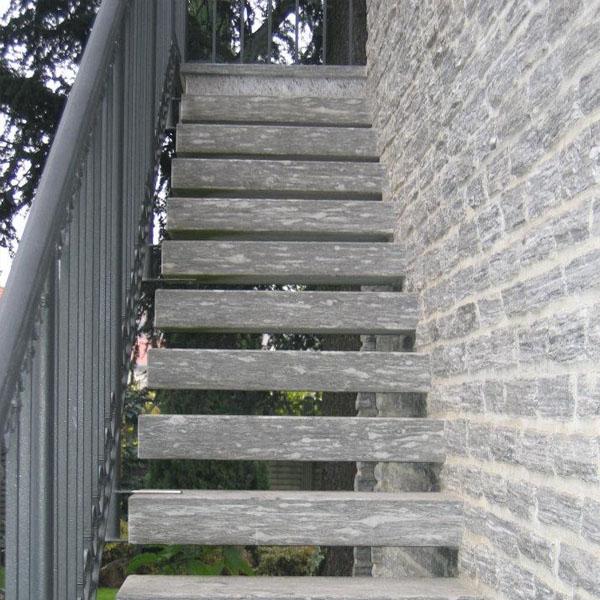 scale e gradini in pietra beola o serizzo per esterno ed